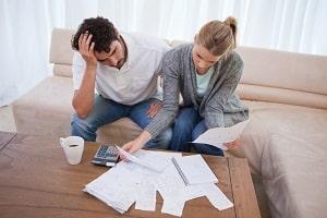 Personen mit einem geringen Einkommen können einen Antrag auf Beratungshilfe stellen.