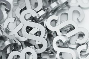 Wie hoch die Anwaltskosten mindestens sein müssen, regelt das RVG.