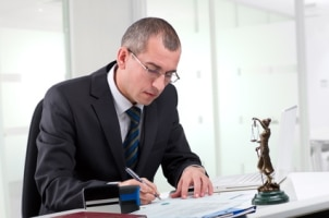 Außergerichtliche Kosten umfassen vor allem die Vergütung für Ihren Anwalt.