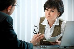 Legen Sie einen Beratungshilfeschein vor, darf der Anwalt Sie nur in Ausnahmefällen abweisen.
