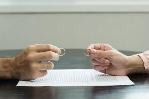 Die Gerichtskostenbeihilfe bei einer Scheidung heißt offiziell Verfahrenskostenhilfe.
