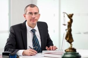 Bei einer Nebenklage kann die Prozesskostenhilfe unter gewissen Voraussetzungen gewährt werden.