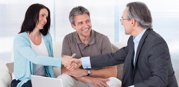 In einem Prozessfinanzierungsvertrag wird festgelegt, dass ein externer Geldgeber die Kosten eines Prozesses übernimmt.