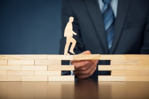 Anfallende Prozesskosten bezahlt die Rechtsschutzversicherung.