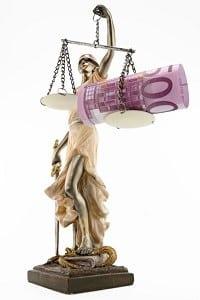 Das zuständige Gericht führt eine Prozesskostenhilfe-Berechnung durch.