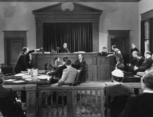 Prozesskostenhilfe im Strafverfahren: Geschädigte, die Nebenklage erheben, können PKH beantragen.