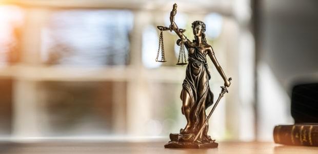 Das Prozesskostenrisiko hält viele davon ab, vor Gericht zu gehen.