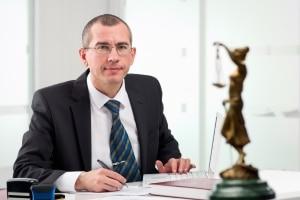 Die Prozesskostenübernahme beinhaltet auch die Gebühren für Ihren Anwalt.