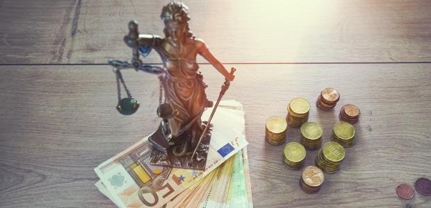 Eine Prozesskostenversicherung übernimmt die Kosten für Anwalt und Gericht.